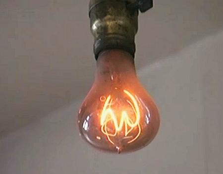 Konsum für die Müllhalde - oder Feier zu Ehren einer Glühbirne, die 100 Jahre alt geworden ist