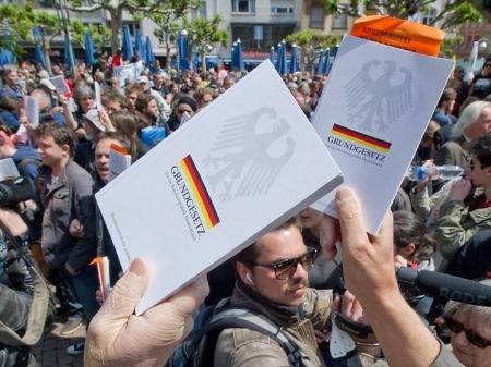Blockupy - Grundgesetz - Versammlungsfreiheit