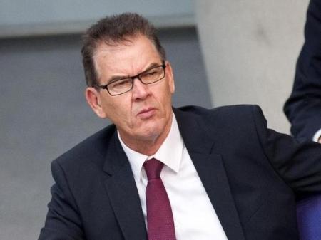 Uni prüft Doktorarbeit von CSU-Minister Müller